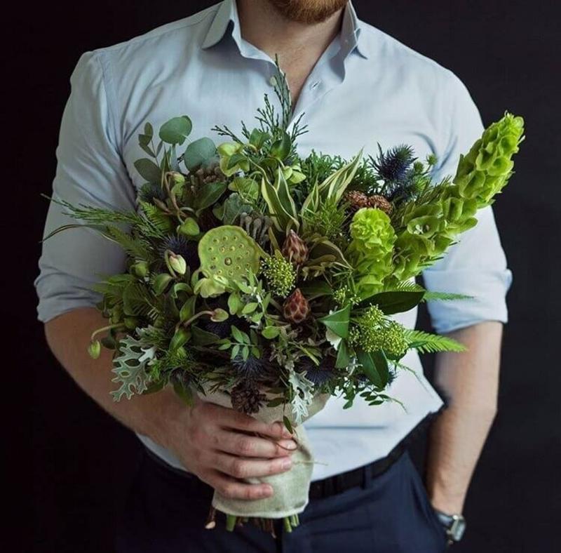 Какие цветы дарить пожилому мужчине