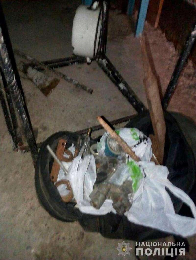 Двох крадіїв металобрухту спіймали на Буковині