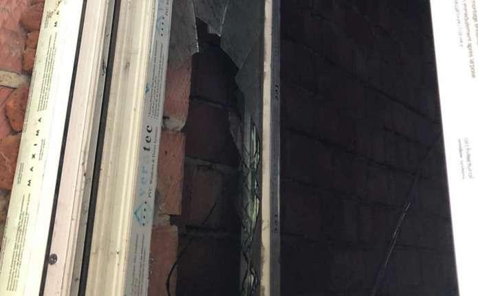 Патрульні затримали у Чернівцях чоловіка, який незаконно проник у будинок