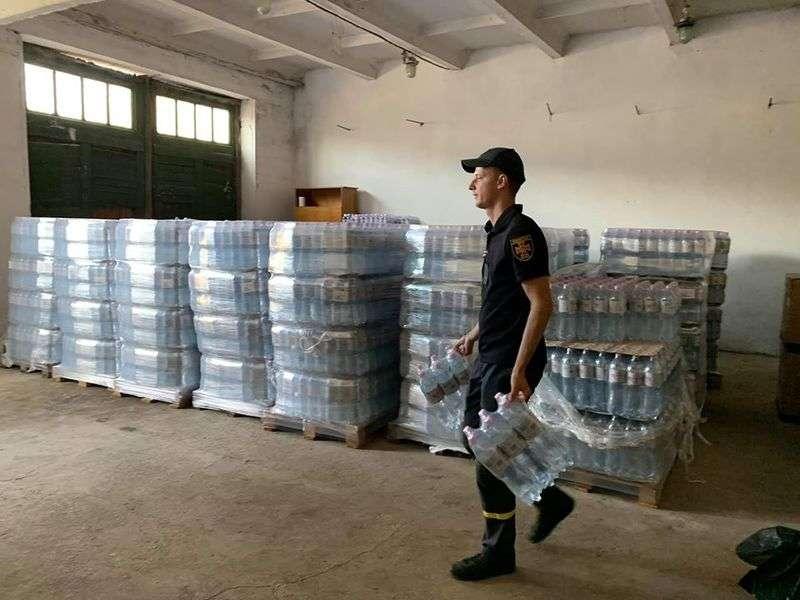 Посольство Ізраїлю в Україні передало питну воду для підтоплених районів Буковини