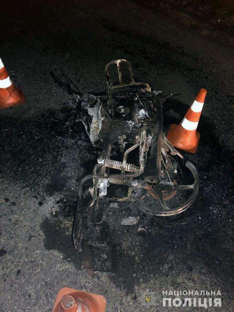 Смертельна ДТП на Буковині: автівка зіткнулась з мопедом та врізалась в огорожу