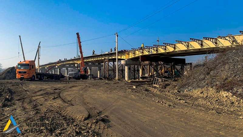 Маршинський міст у дві зміни будують понад 100 робітників