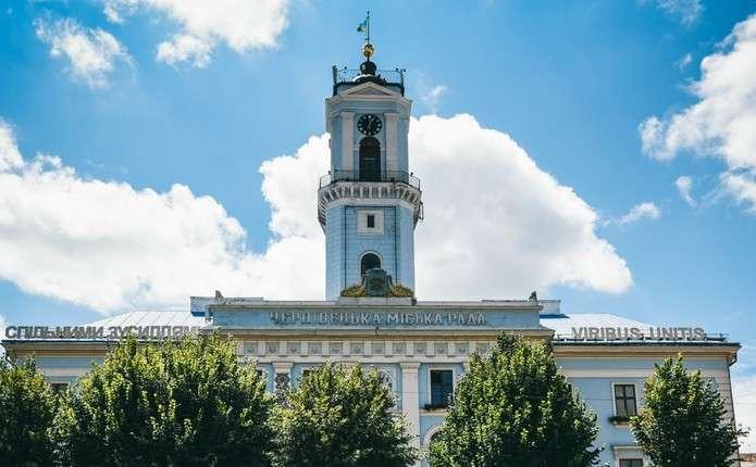 Політичні партії у Чернівцях відкликають понад 400 своїх членів дільниць