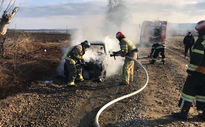 На дорозі поблизу Шипинців вщент згорів автомобіль Opel Kadett