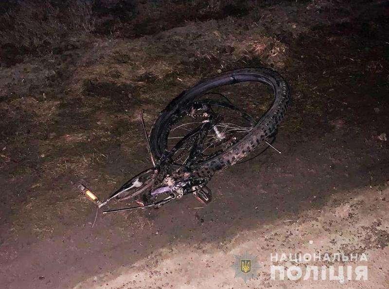 На Буковині автомобіль на смерть збив велосипедиста